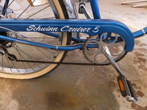 Lot Detail - BEAUTIFULLY KEPT VINTAGE 5 SPEED SCHWINN CRUISER BICYCLE