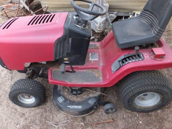 Murray Lawn Mowers Battery : Lot detail murray riding lawn mower