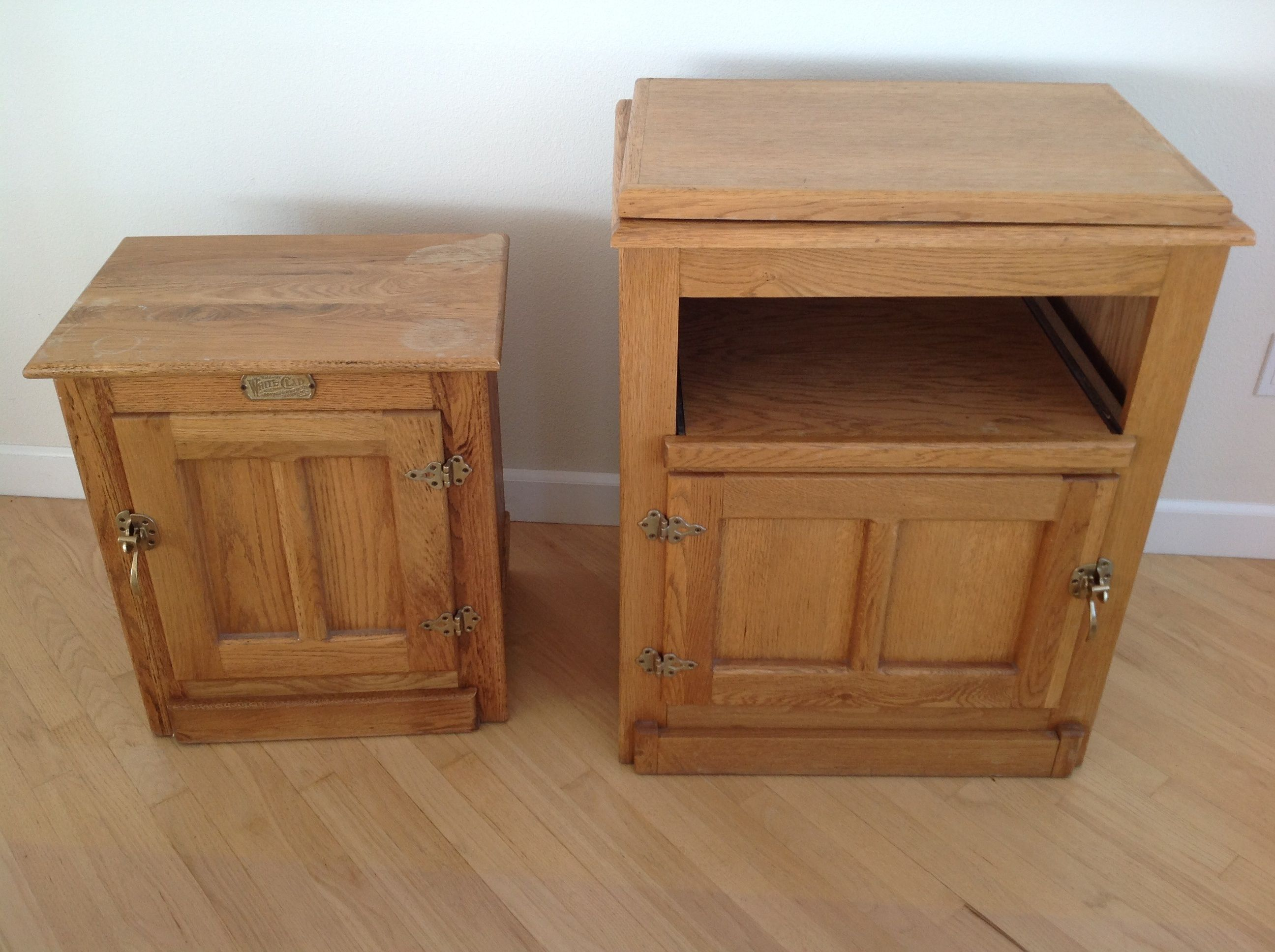 Lot Detail RUSTIC OAK WHITE CLAD STYLE TV STAND WHITE CLAD SIDE