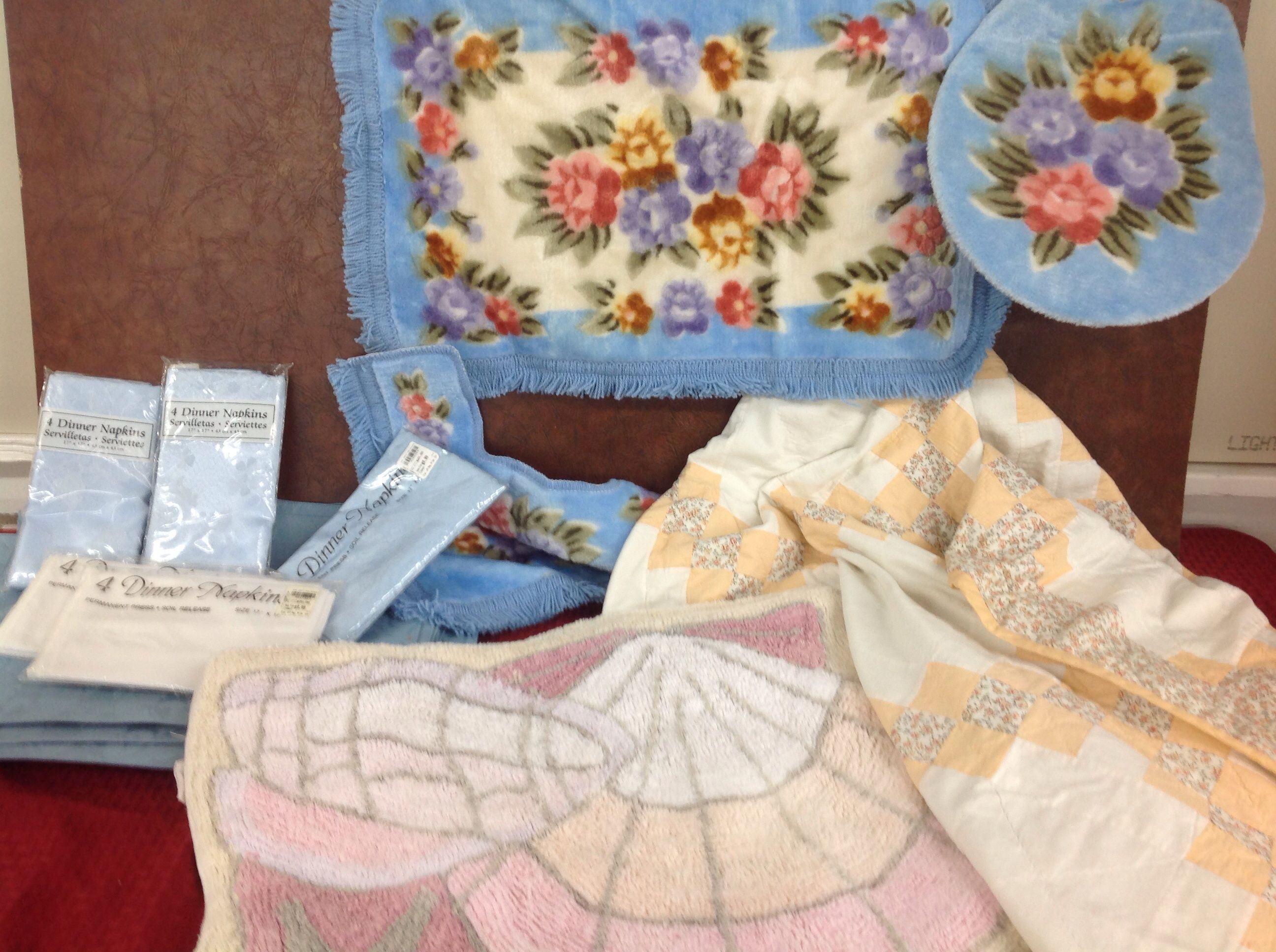 Lot detail variety lot peach color quilt shell rugs for Peach bathroom set
