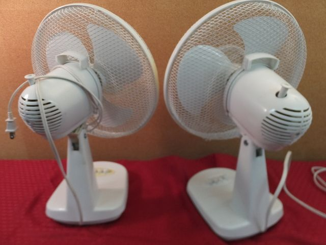 Windmere 7 Oscillating Fan : Lot detail two windmere quot fans and a heater