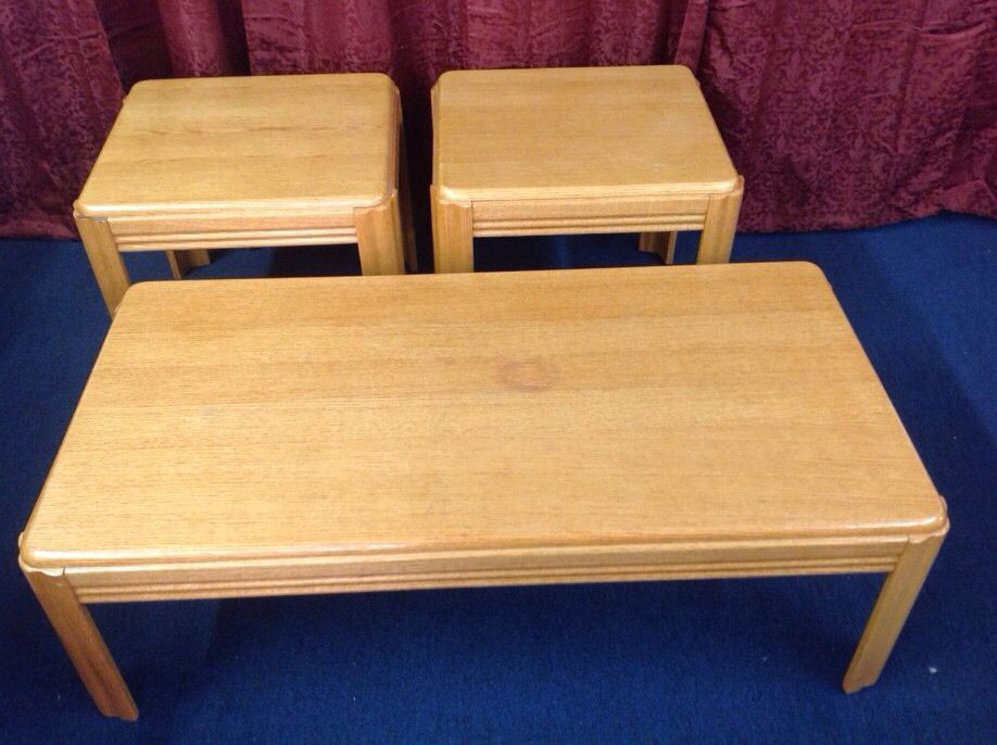 MATCHING COFFEE TABLE TWO SIDE TABLES OAK OA LOT2479