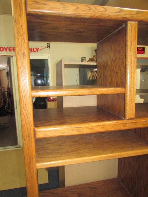 Lot Detail Entertainment Shelving Unit Oak Veneer Over