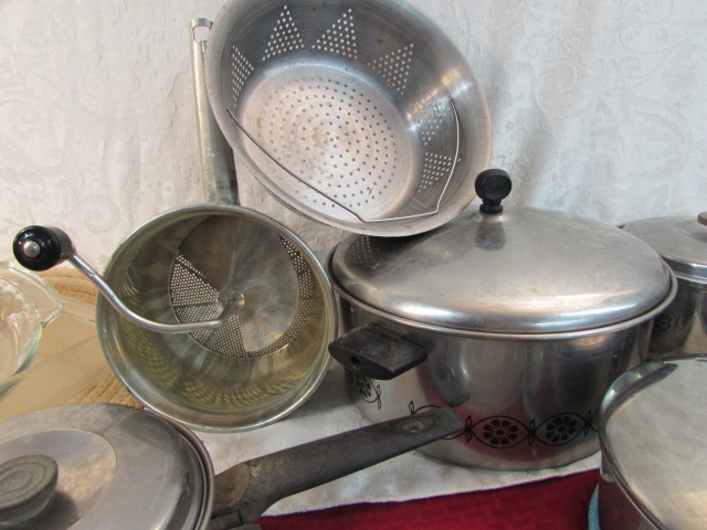 lot detail vintage pots pans pyrex and more. Black Bedroom Furniture Sets. Home Design Ideas