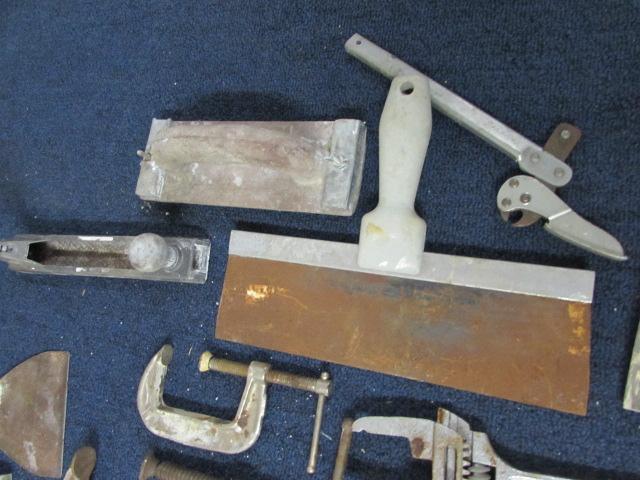 Lot Detail - MAKITA SCREW GUN, C-CLAMPS, ROTO-ZIP & TOOLS!