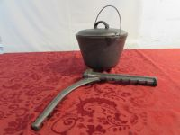 CAST IRON BEAN POT WITH HANGER