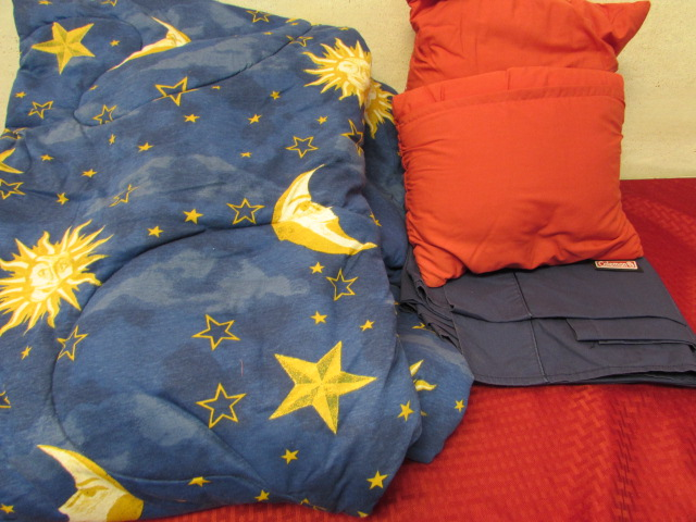 Super Lot Detail - TWIN SUN, MOON & STARS COMFORTER, SHEETS & COLEMAN  IY83