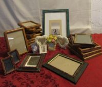 OODLES OF PICTURE FRAMES
