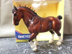 BREYER TRADIONAL SCALE CLYDESDALE STALLION DRAFT HORSE