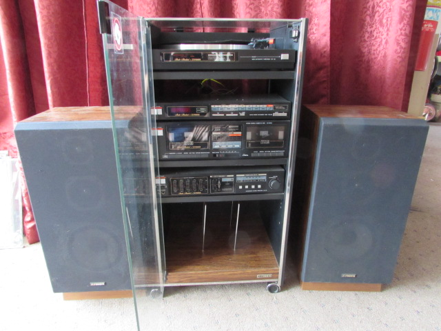 Elegant Fisher Studio System With Record Player Dual Cassette Deck Am Fm Stereo