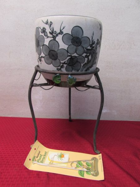 Lot Detail Wrought Iron Plant Stand Amp Large Ceramic Pot