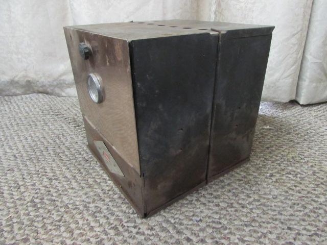 Lot Detail - VINTAGE COLEMAN CAMP STOVE OVEN