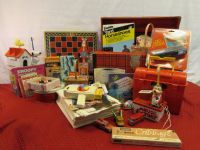 A TON OF VINTAGE TOYS - FISHER PRICE MOVIE VIEWER, SNOOPY & MICKEY TOOTHBRUSH SETS & SO MUCH MORE!