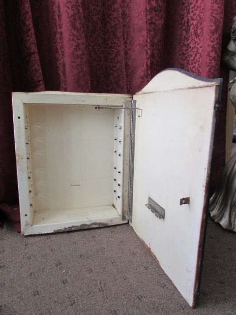 lot detail - 1940's to 50's medicine cabinet with arched top