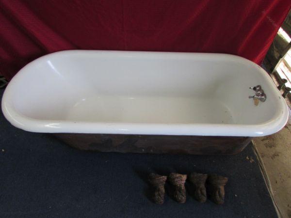 Lot detail large cast iron porcelain enameled claw foot for Porcelain clawfoot bathtub