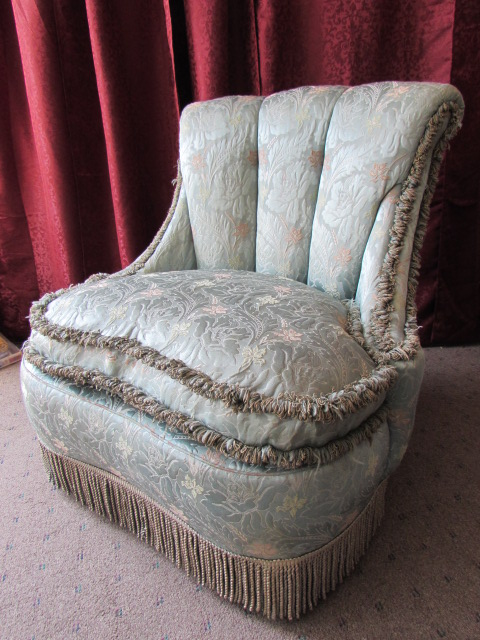 ... ANTIQUE EUROPEAN SILK UPHOLSTERED CHAIR WITH FEATHER U0026 DOWN FILLED  CUSHION ...