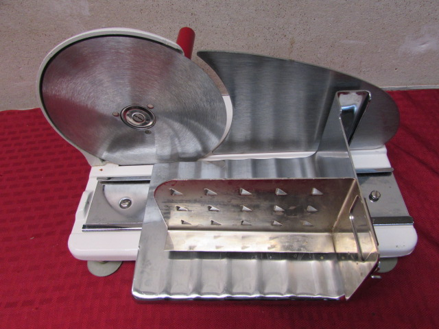 Lot Detail - VINTAGE HAND CRANK MEAT SLICER - WHO NEED'S POWER?