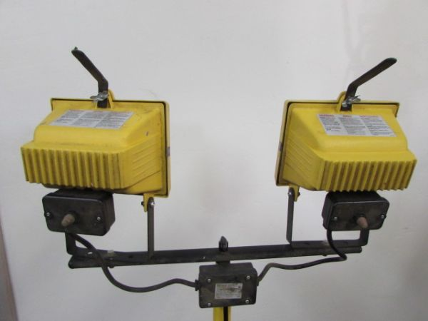 SHED SOME LIGHT - ADJUSTABLE DOUBLE WORK LIGHT WITH TELESCOPIC TRIPOD STAND & 2 JOB SIGHT LIGHTS