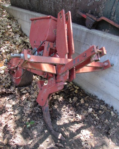 Lot Detail - GANDY SEEDER/FERTILIZER/PESTICIDE ON 3-POINT HITCH - AT