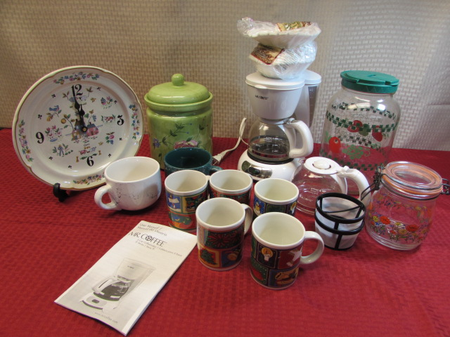 Lot Detail - COFFEE, TEA & COOKIES- MR. COFFEE MAKER W/TWO ...