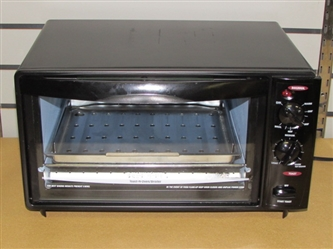 COMPACT COUNTER TOP BLACK & DECKER TOAST-R-OVEN BROILER IN VERY GOOD CONDITION