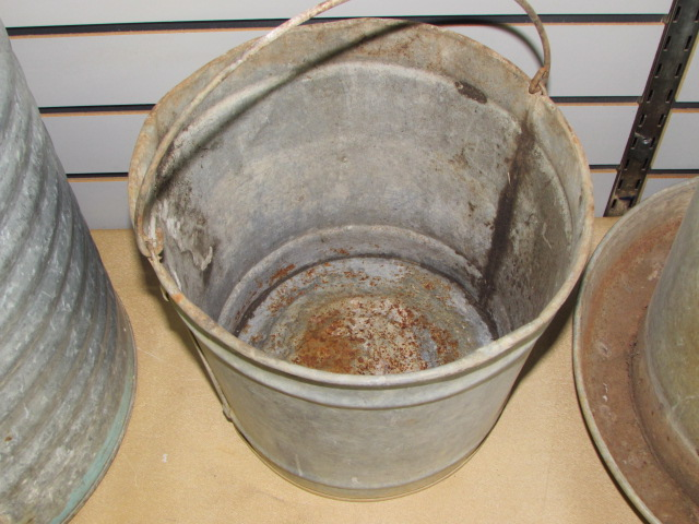Beautiful Lot Detail - GOOD 'OL VINTAGE GALVANIZED WATER COOLER, BUCKET  RG77
