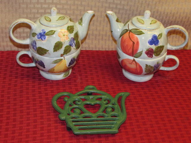 Lot Detail - TEA FOR TWO! TWO NEVER USED MESA INTERNATIONAL TEAPOTS