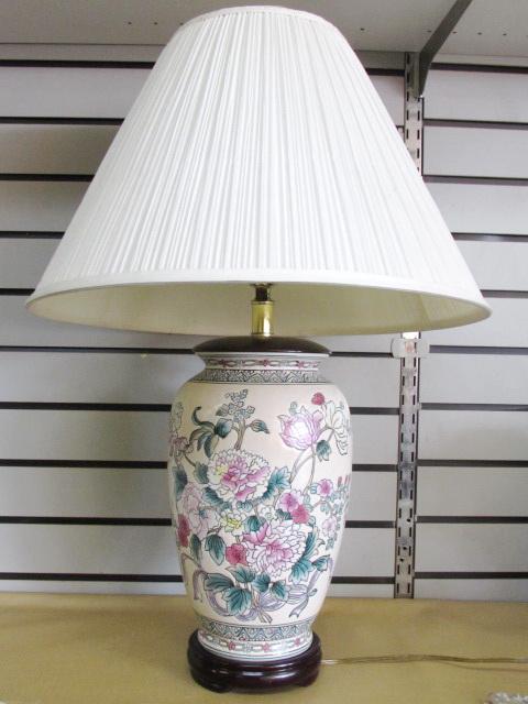 Lot Detail Beautiful Oriental Vase Style Accent Lamp Brush