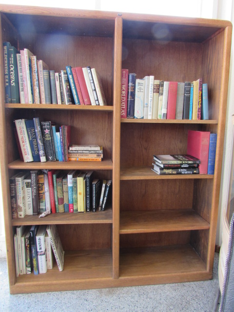 VERY NICE OAK DOUBLE WIDE BOOKCASE WITH 6 ADJUSTABLE SHELVES U0026 LOTS OF  BOOKS!