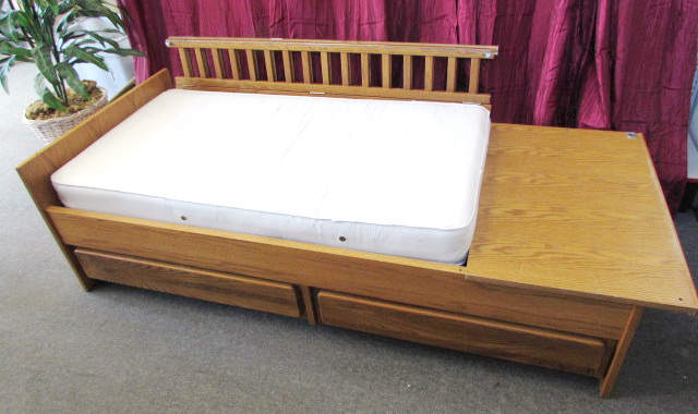 Lot Detail Attractive Oak Convertible Crib Youth Bed