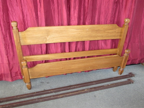Lot Detail Classic Full Size Bed Wood Head Amp Foot Board