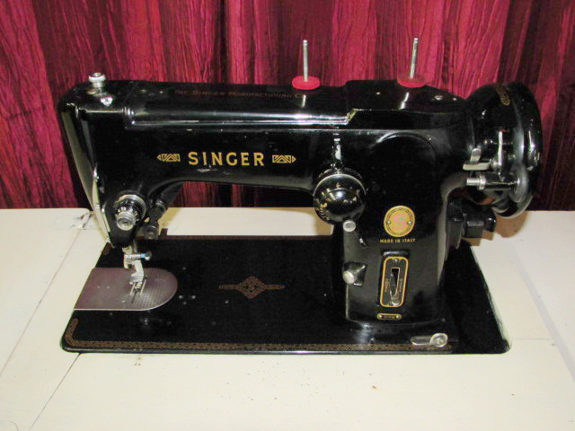 Lot Detail BEAUTIFUL ITALIAN MADE SINGER SEWING MACHINE MODEL 40M Cool Italian Sewing Machine