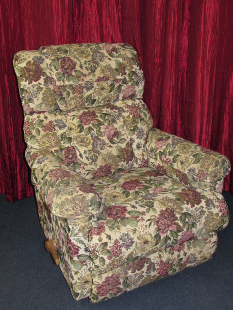 Lot Detail Lovely Lazy Boy Wall Hugger Recliner With