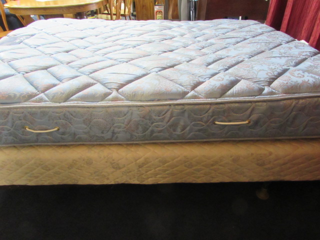Lot Detail Simmons Queen Size Back Care Quality Classic
