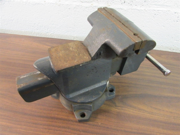 Lot Detail Anvil Top Craftsman 5 5 Bench Vise With Swivel