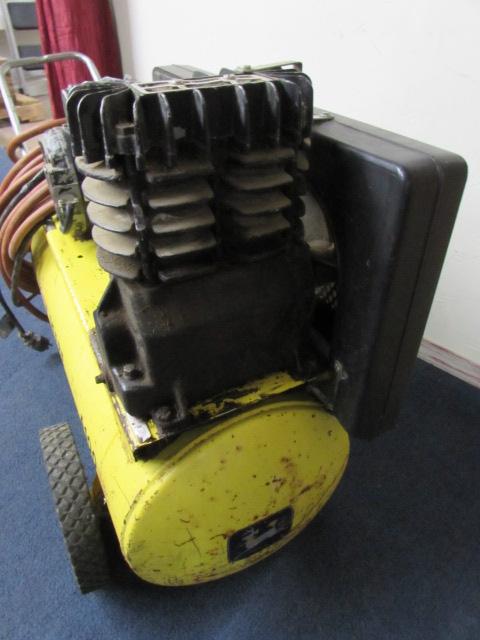 John Deere Air Compressor >> Lot Detail - JOHN DEERE A100 PORTABLE AIR COMPRESSOR