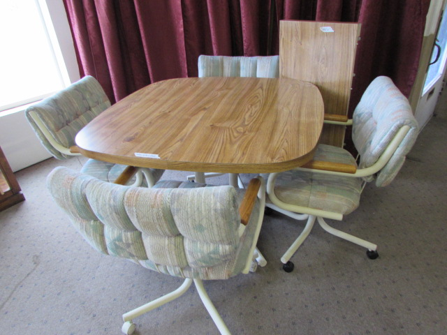 Lot detail kitchen table with 4 rolling chairs - Kitchen sets with rolling chairs ...