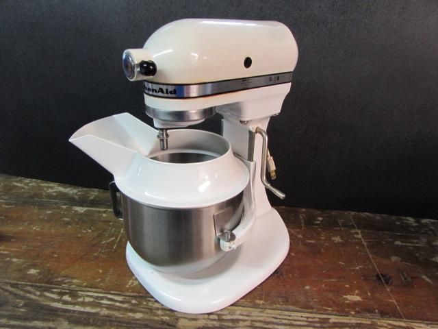 Lot Detail - VINTAGE K5-A KITCHENAID MIXER WITH BEATERS on kitchenaid modelo a modelo k-5, kitchenaid accessories, kitchenaid by hobart, kitchenaid k5 a parts, kitchenaid k-5 a manual,