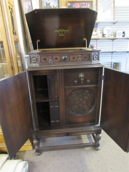 BEAUTIFUL ANTIQUE PHONOGRAPH