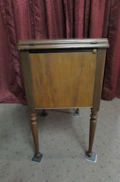 VINTAGE KNEE OPERATED SINGER SEWING MACHINE IN CABINET