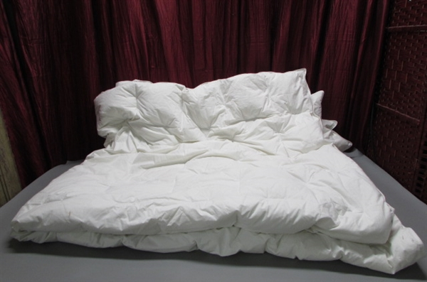 QUEEN SIZE WHITE GOOSE DOWN COMFORTER