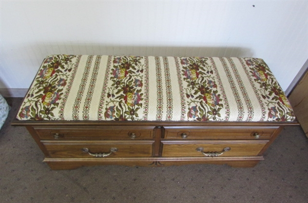 VINTAGE LANE CEDAR HOPE CHEST WITH KEY