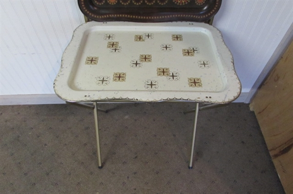 VINTAGE FOLDING METAL TV TRAYS