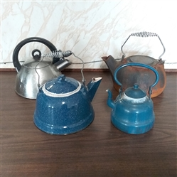 LOT OF TEA KETTLES