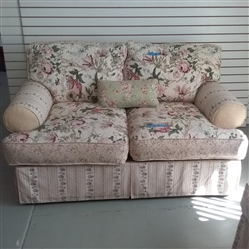 FLORAL LOVESEAT AND THROW PILLOW WITH REVERSIBLE CUSHIONS
