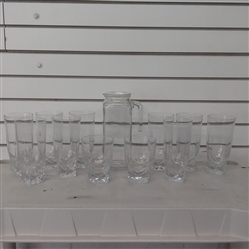 SQUARE BOTTOM GLASSES AND SMALL PITCHER