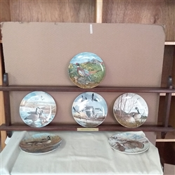 PLATE RACK WITH COLLECTIBLE PLATES