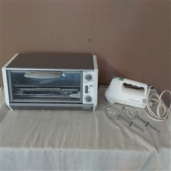 BLACK & DECKER TOASTER OVEN AND SUNBEAM  ELECTRIC HAND MIXER