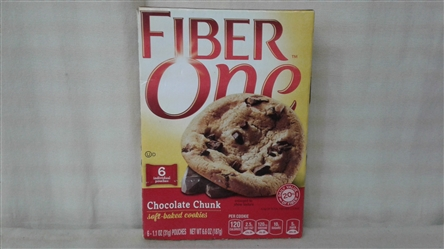 FIBER ONE CHOCOLATE CHUNK SOFT-BAKED COOKIES 6 POUCHES