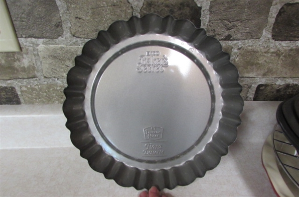 BAKEWARE FOR CAKES, CUPCAKES & PIES